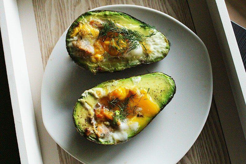 zapiekane awokado z jajkiem jak nie przytyć w święta