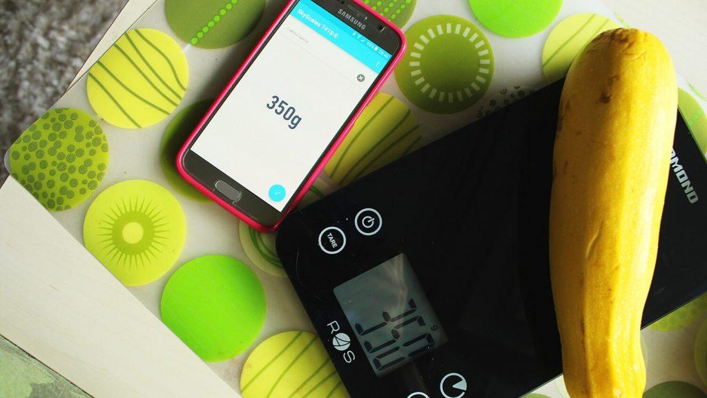 waga spożywcza, liczenie kalorii, jak liczyć kalorie, aplikacja do liczenia kalorii