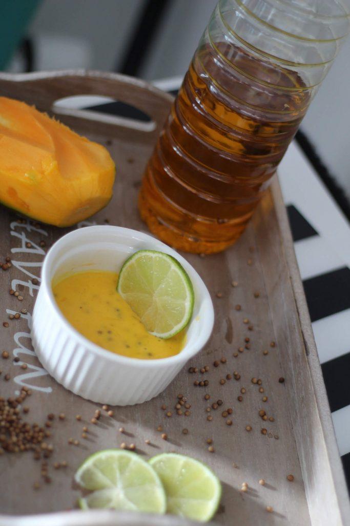 dressing z mango i kolendrą, pyszny sos sałatkowy