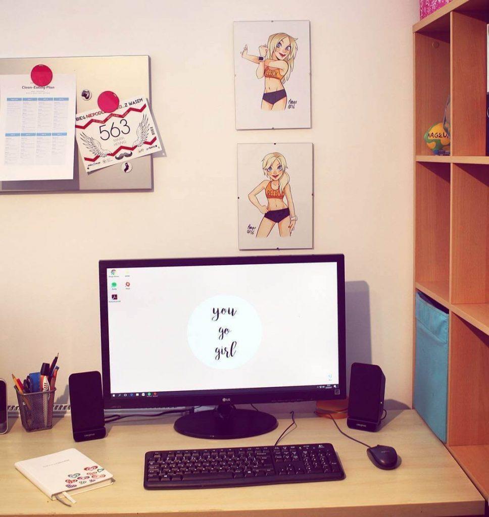 praca za biurkiem, skutki siedzenia