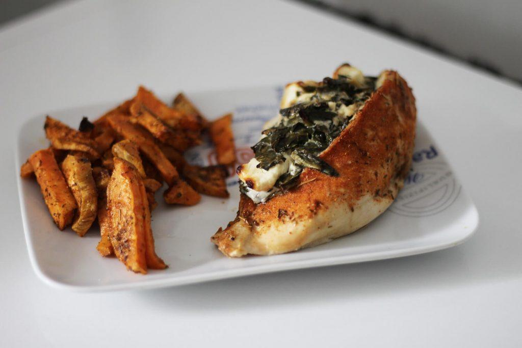 Szpinakowo-serowe piersi z kurczaka smaczny i szybki obiad