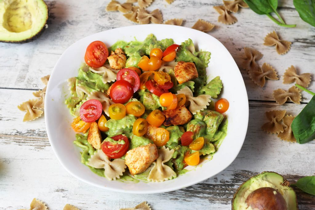 zdrowy obiad zielony makaron