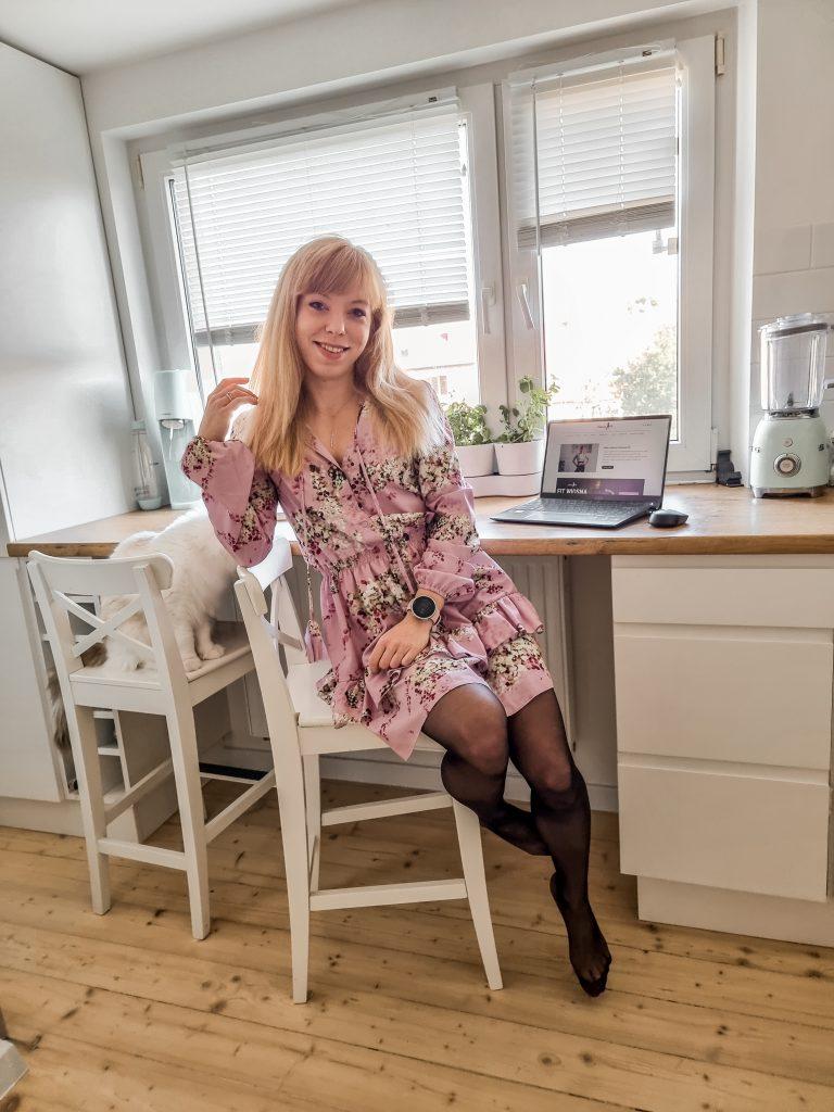 Marta Kruk Codziennie fit, fit dziewczyna, laptop Intel