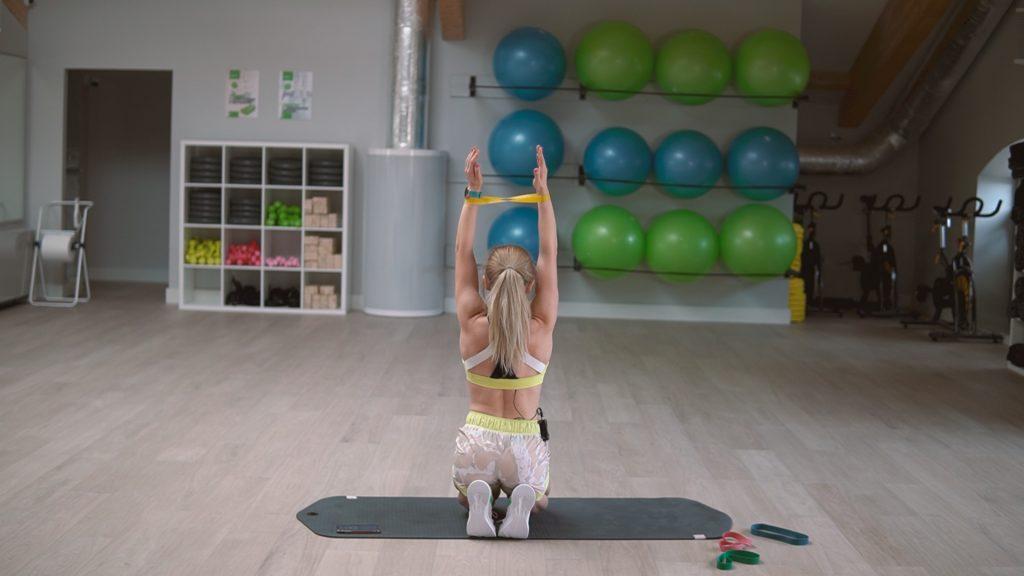 Marta Kruk z Codziennie fit pokazuje czym się różnią i jak wybrać gumy i taśmy oporowe